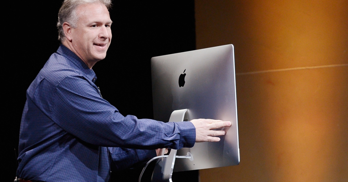 Apple senior vice president Phil Schiller reveals the company's new iMac computer on October 23, 2012 in San Jose, California.</p>