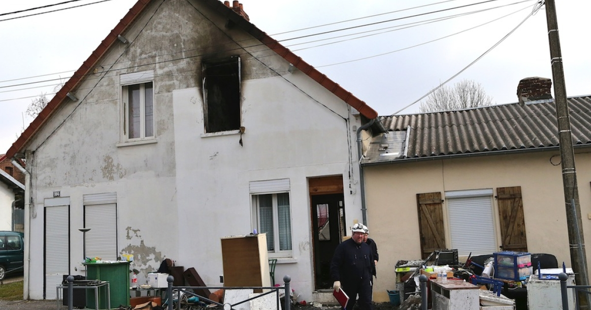 Forensic experts leave a house where a fire killed five children aged between 2 and 10, on March 31, 2013 in Saint-Quentin.</p>