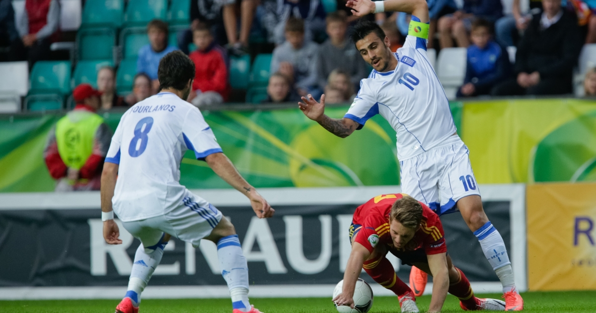 Giorgos Katidis (R, wearing a No. 10 jersey) vies with Spanish player Gerard Deulofeu (C) and Greek player Spyros Fourlanos (L) for the ball during the UEFA European Under-19 football championships final in Tallin, Estonia, on July 15, 2012.</p>