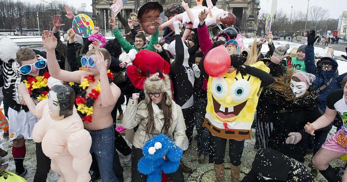 Participants in a flashmob dance an improvised version of the Harlem Shake as they throw confetti in the air in front of the Berlin cathedral February 20, 2013. (JOHN MACDOUGALL/AFP/Getty Images)</p>