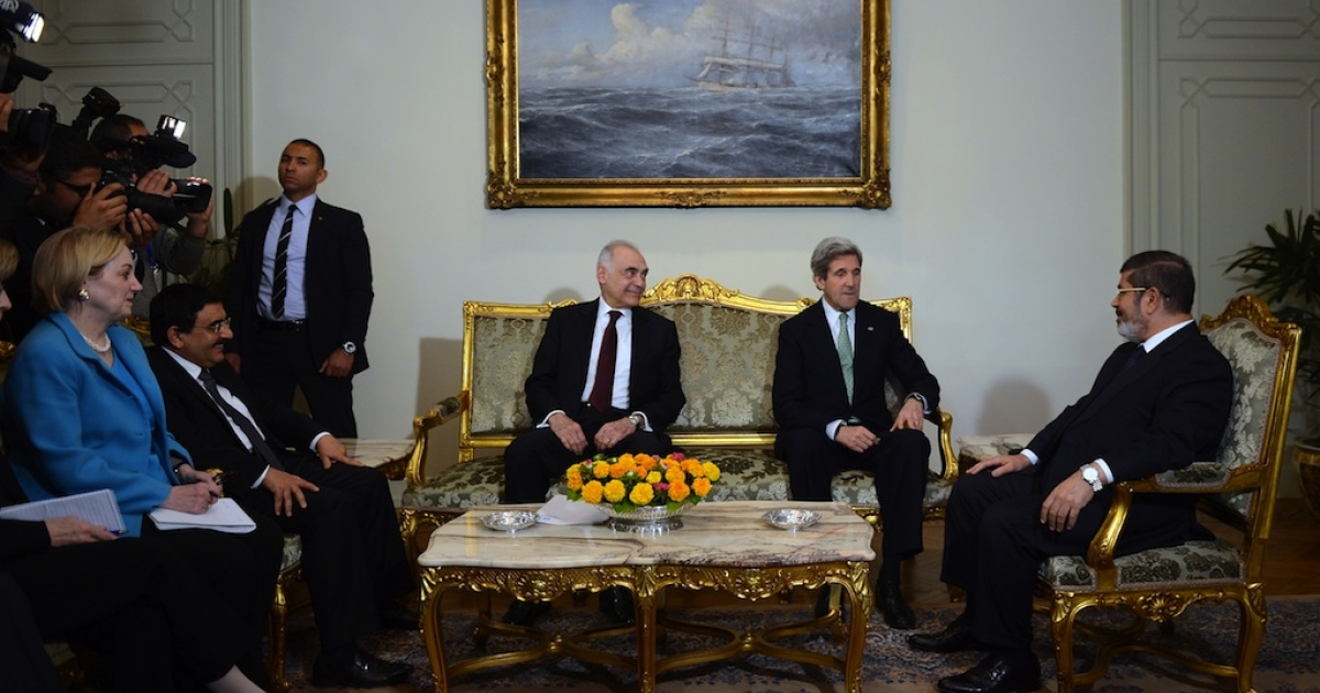Egyptian Foreign Minister Mohammed Kamel Amr (3rdR) and US Secretary of State John Kerry (2ndR) meets with Egyptian President Mohamed Morsi (R) at the presidential palace in Cairo on March 3, 2013. Kerry met the Egyptian president as he wrapped up a trip to Cairo, where he urged divided factions to reach a consensus that would pave the way for economic recovery.</p>
