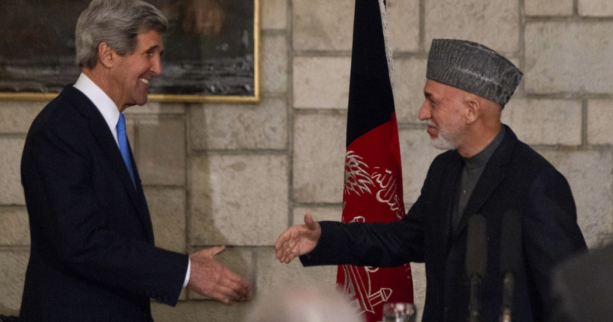US Secretary of State John Kerry and Afghanistan's President Hamid Karzai shake hands at the end of their press conference at the Presidential Palace in Kabul, on March 25, 2013.</p>