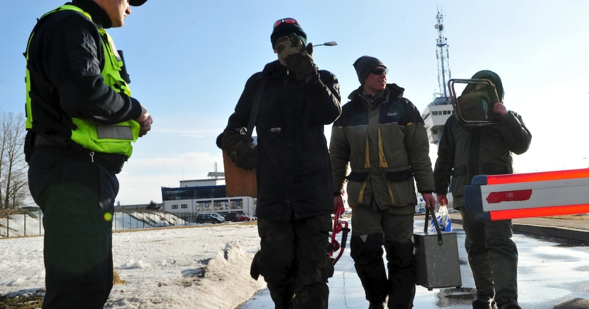 Rescuer leave the Riga Port Authority on March 29, 2013 in Riga. Latvian rescue workers and soldiers on Friday airlifted more than 200 people, mostly ice fishermen, from two ice floes adrift in the Gulf of Riga, officials said.</p>