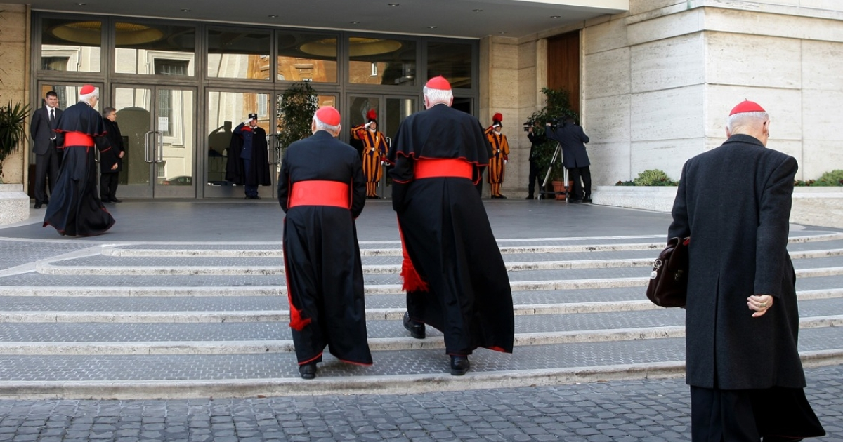 Cardinals arrive at the Paul VI hall for the opening of the Cardinals' Congregations on March 4, 2013 in Vatican City, Vatican. The preliminary meetings will continue until the start of the conclave that will elect a new pope.</p>