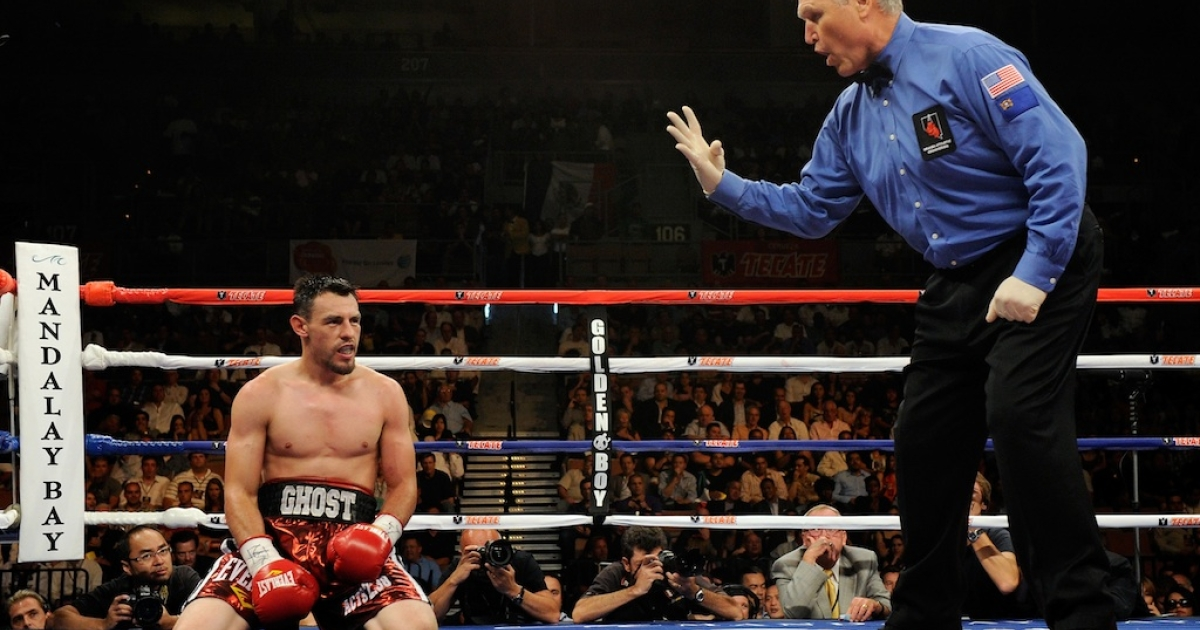 Referee Jay Nady counts as Robert Guerrero kneels on the canvas after being hit by Joel Casamayor in the 10th round of their junior welterweight fight at the Mandalay Bay Events Center on July 31, 2010 in Las Vegas. Guerrero won by unanimous decision.</p>