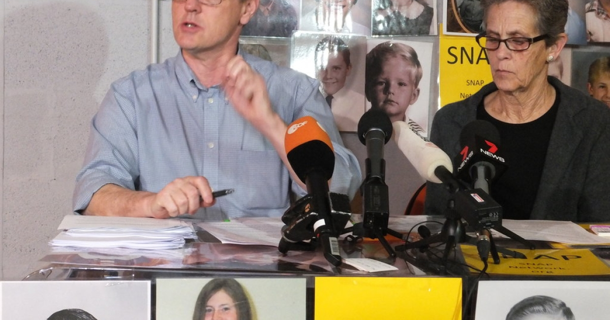 David Clohessy (L) and Barb Dorris of the Survivors Network of those Abused by Priests speak at a press conference in Rome on March 8, 2013.</p>
