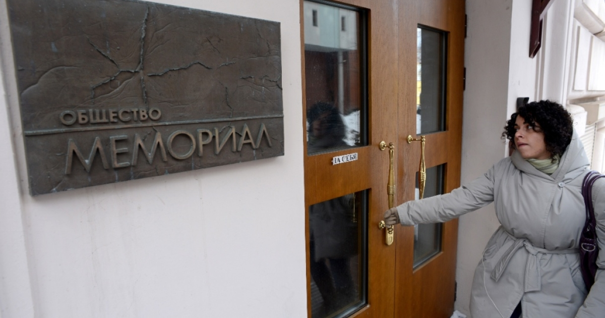 A woman enters the Memorial rights group office in Moscow, on March 21, 2013. Russian prosecutors searched today the offices of Memorial, one of the country's oldest and most respected rights groups, as part of a new campaign targeting hundreds of nongovernmental organizations across the country, one of the group leader Oleg Orlov said.</p>