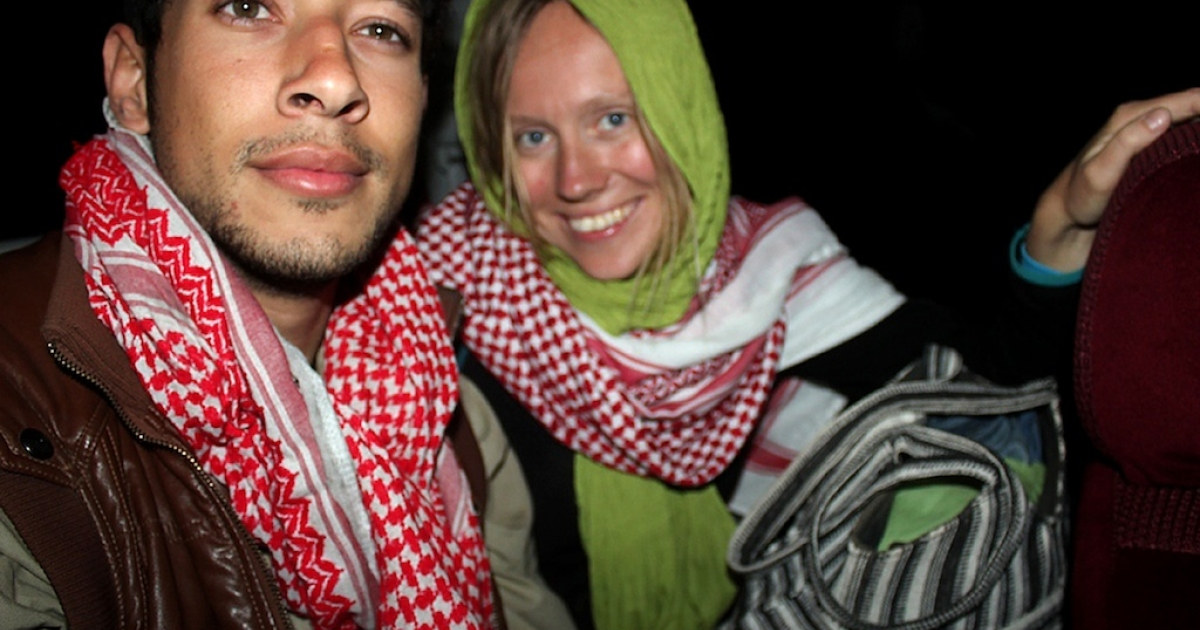 This photo taken on March 26, 2013 shows the Israeli man and Norwegian woman sitting in a car outside a police station in the Sinai peninsula after they were released by Bedouin tribesmen.</p>