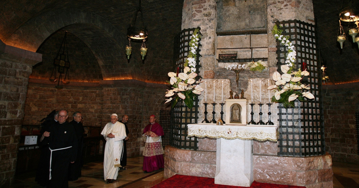 Pope Benedict XVI visits St. Francis's tomb during his one-day visit to Assisi on June 17, 2007 in Assisi, Italy.</p>