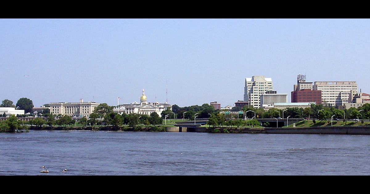 Downtown Trenton, New Jersey as viewed from Morrisville, Pennsylvania.</p>