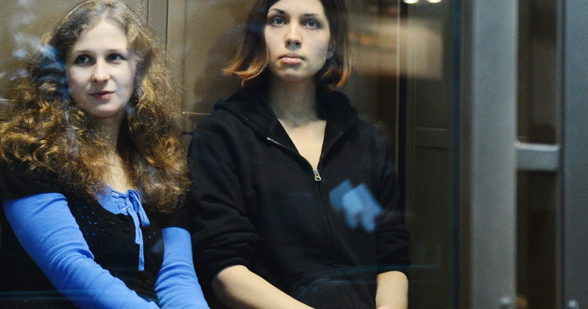 A picture taken on October 10, 2012, shows two jailed members of the all-girl punk band 'Pussy Riot,' Maria Alyokhina and Nadezhda Tolokonnikova, sitting in a glass-walled cage in a court in Moscow. Alyokhina announced Wednesday she would begin a hunger strike.</p>