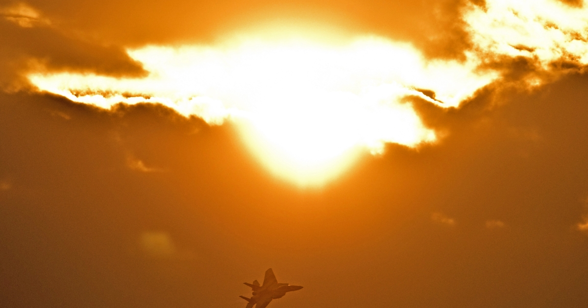 An F-15 I fighter jet flies during an air show in the Negev desert, near the southern Israeli city of Beersheva, on December 27, 2012.</p>