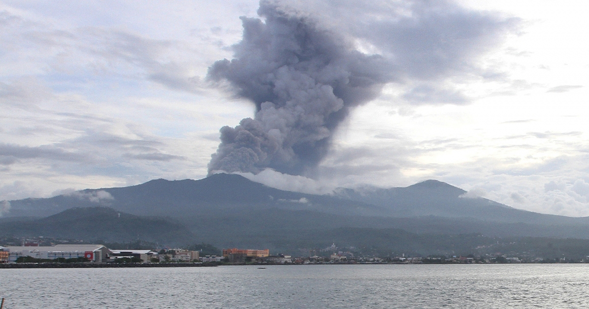 Indonesia's 5,214-feet high Mount Lokon, a volcano, spews clouds of ash in Minahasa, on northern Sulawesi island, on December 31, 2012.</p>