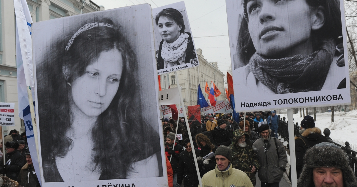 Opposition activists attend in Moscow on March 2, 2013 demanding the release of jailed members of the female punk band 'Pussy Riot' Maria Alyokhina (L) and Nadezhda Tolokonnikova</p>
