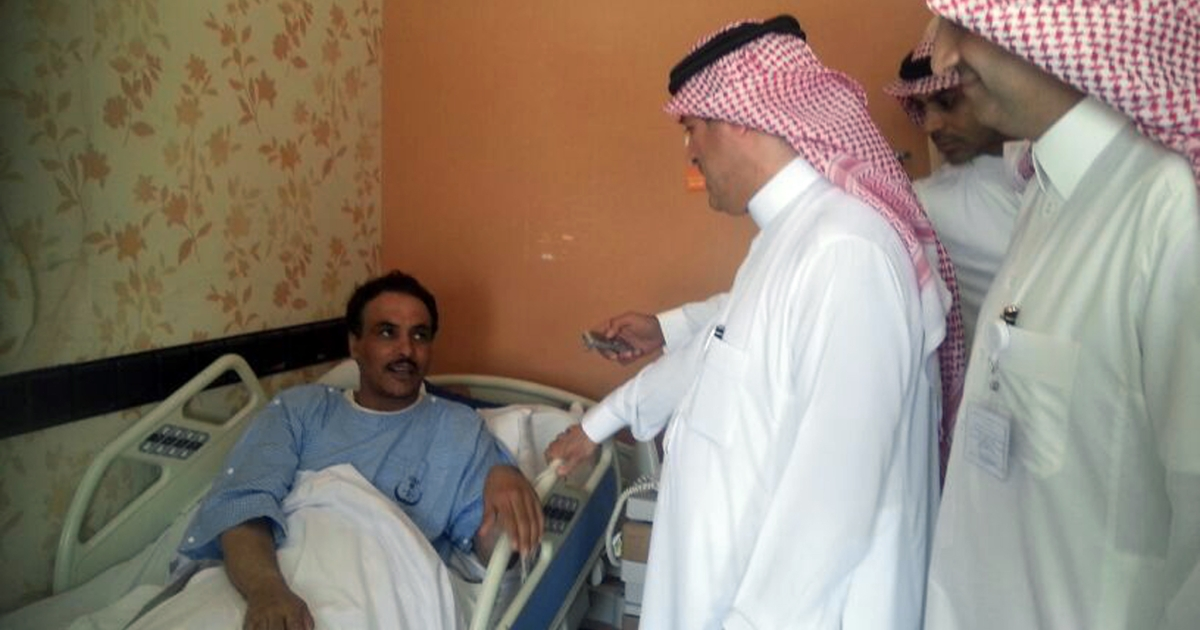 A Saudi health ministry official visits patients infected with a new SARS-like virus at a hospital in the eastern Saudi province of al-Ahsaa on May 13, 2013. Fifteen people in Saudi Arabia have died from the new Coronavirus (nCoV) out of 24 people who contracted it since last August, according to the health minister.</p>