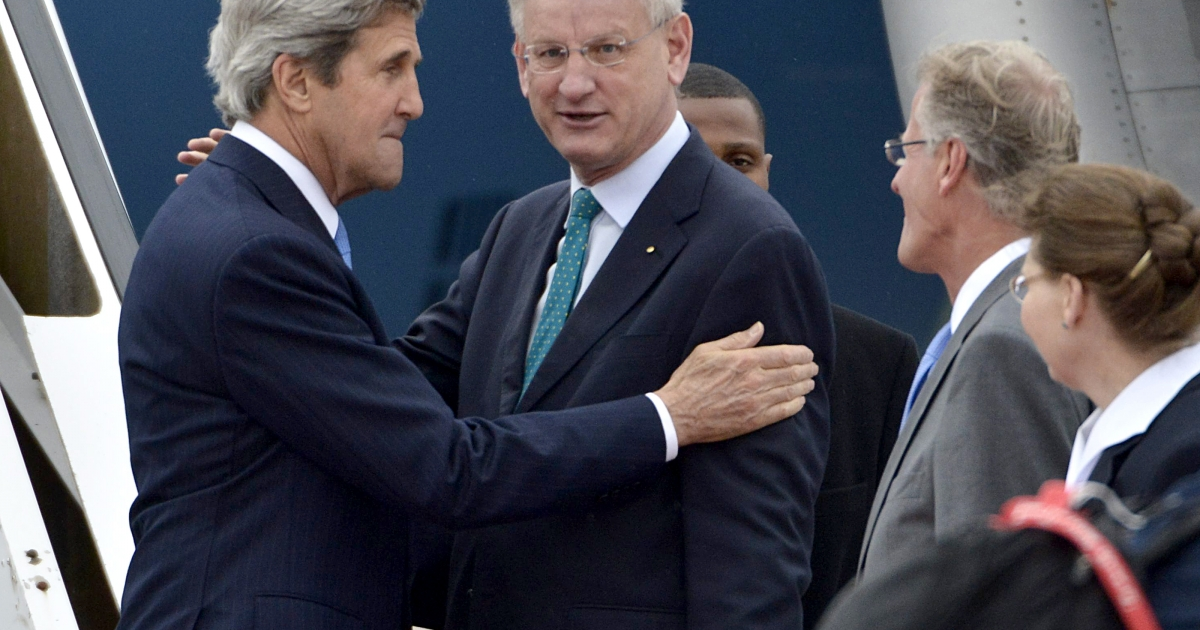Secretary of State John Kerry (L) is welcomed by Sweden's Foreign Minister Carl Bildt (R) upon arrival in Stockholm, Sweden, where he is to attend the Arctic Ministerial Summit, on May 14, 2013.</p>