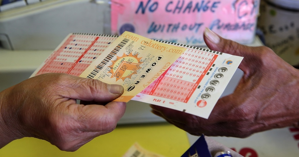 SAN FRANCISCO, CA - MAY 17: A customer purchases a Powerball ticket on May 17, 2013 in San Francisco, California. People are lining up to purchase $2 Powerball tickets as the multi-state jackpot hits $600 million.</p>