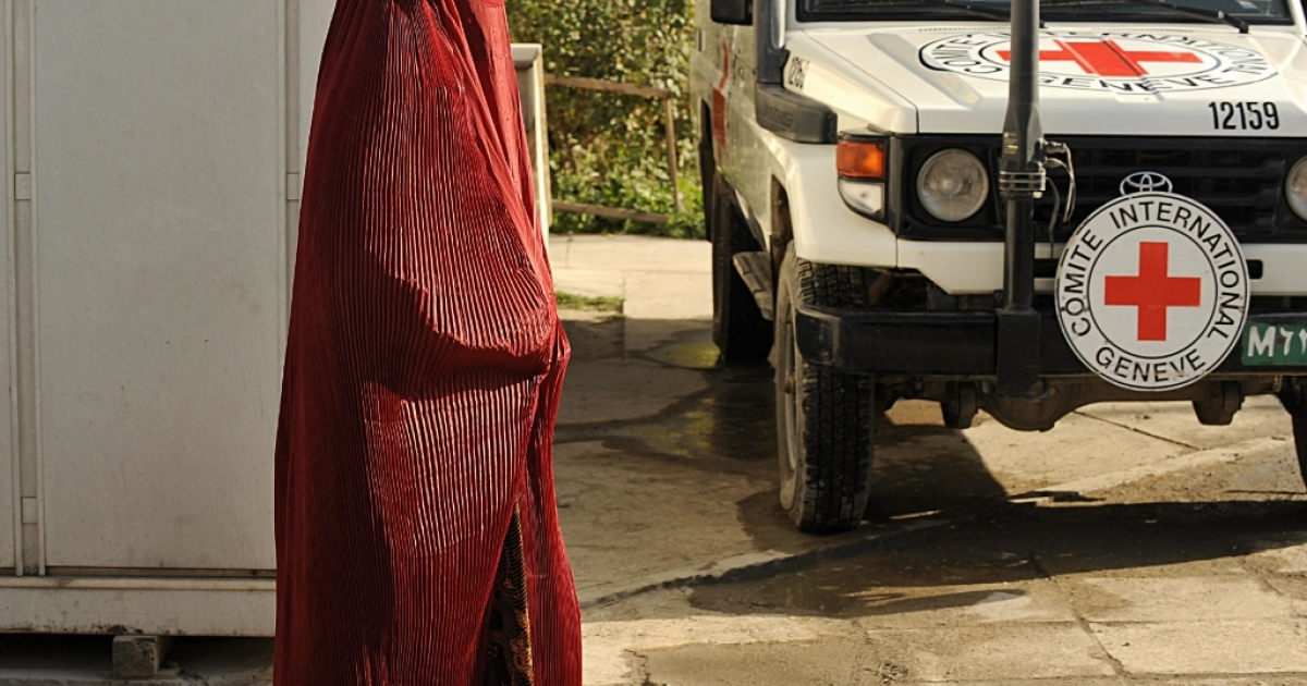 An Afghan wowan waiting at the International Committee for the Red Cross (ICRC) office in Kabul to leave for Bagram, Afghanistan.</p>