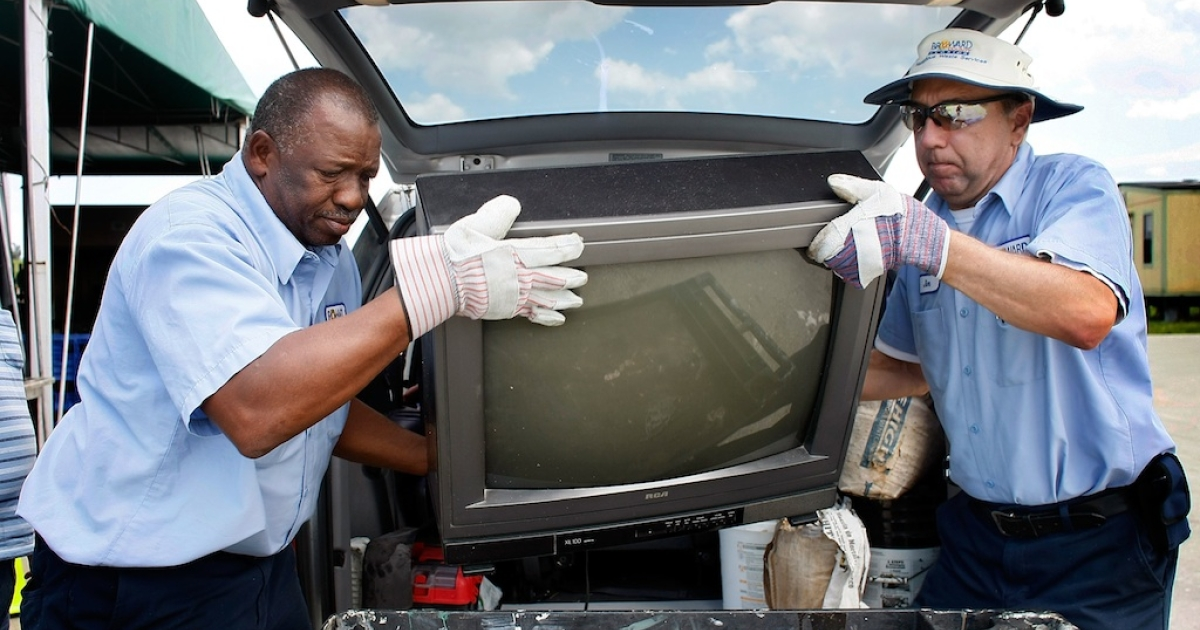 Out with the old ... Two men remove an analog television set from a van in Pompano Beach, Florida, on June 5, 2009, as the U.S. makes the transition from analog to digital broadcasting.</p>