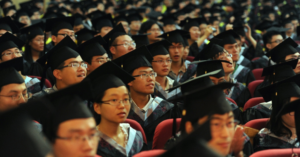 Newly graduated Chinese students gather for a convocation ceremony at the University of Science and Technology in Hefei in east China's Anhui province on June 20, 2012.</p>