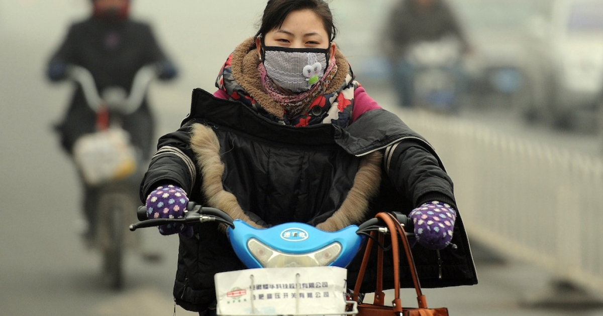 A Chinese motorist wears a mask as she makes her way along a smog filled road in Hefei, east China's Anhui province on November 29, 2011. The amount of global warming gases sent into the atmosphere made an unprecedented jump in 2010, according to the US Department of Energy's latest world data on carbon dioxide emissions, with China alone was the biggest polluter with a spike of 212 million metric tons in 2010 over 2009.</p>