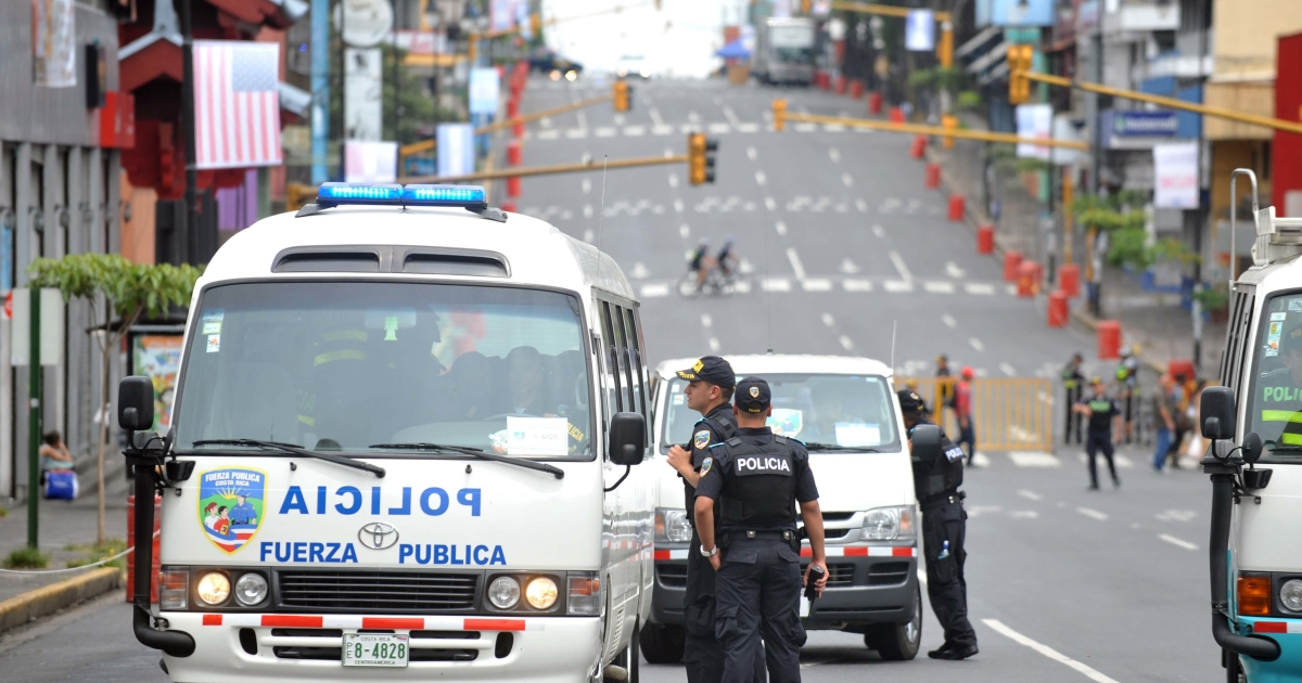 Police block the main avenue in Costa Rica's capital San Jose ahead of the arrival of US President Barack Obama.</p>
