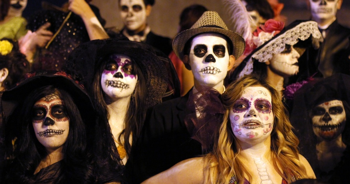 People disguised as 'Catrina' during the celebration of the day of dead in Guadalajara, Mexico on November 02, 2012. La catrina is the Mexican representation of death and this year celebrates 100 years of having been created by the Mexican artist Jose Guadalupe Posada.</p>