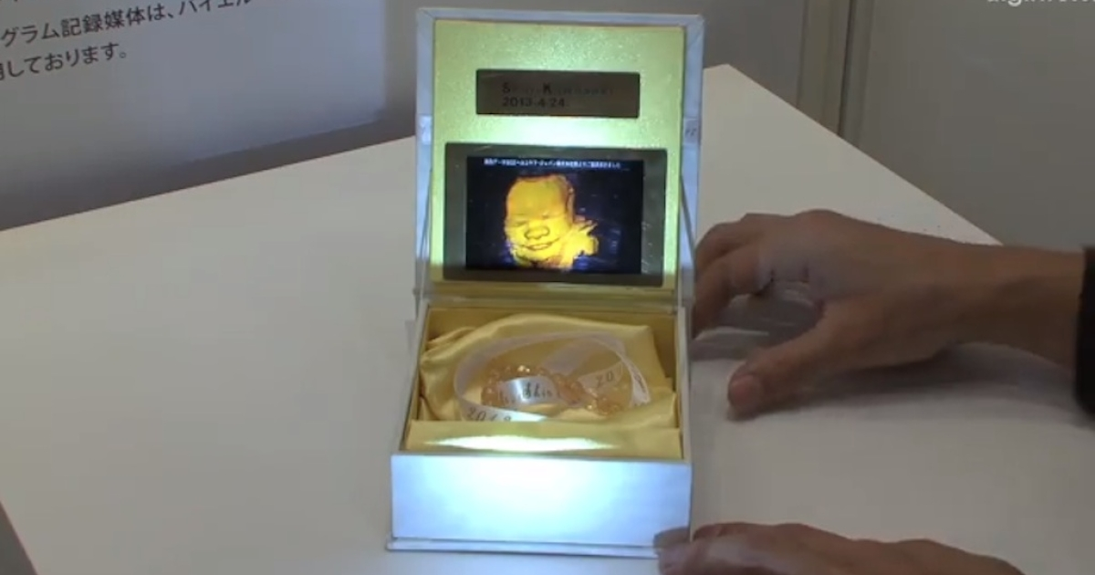 Perfect gift for mom: a fetus-hologram-lined jewelry box.</p>