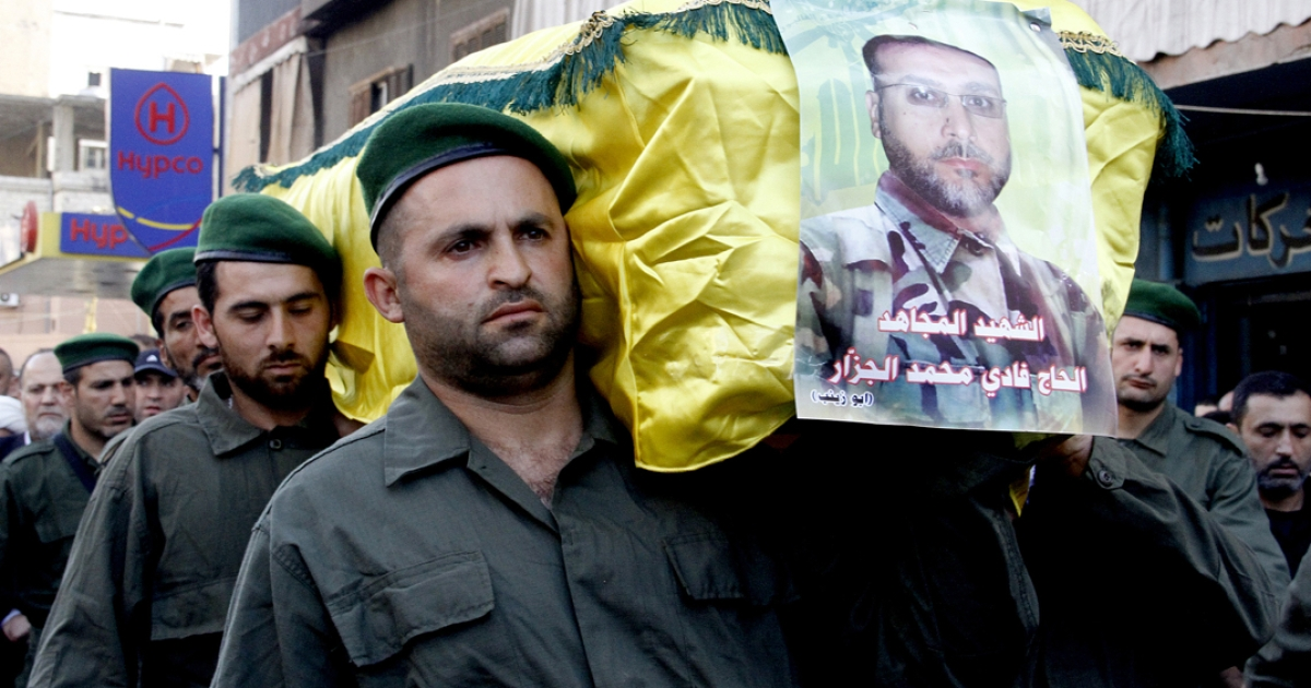 Members of Lebanon's Hezbollah carry the coffin of their comrade Fadi Mohammed al-Jazzar during his funeral in southern Beirut on May 20, 2013. At least 23 members of Lebanese militant group Hezbollah have been killed fighting alongside regime troops in the Syrian town of Qusayr, the Syrian Observatory for Human Rights said.</p>