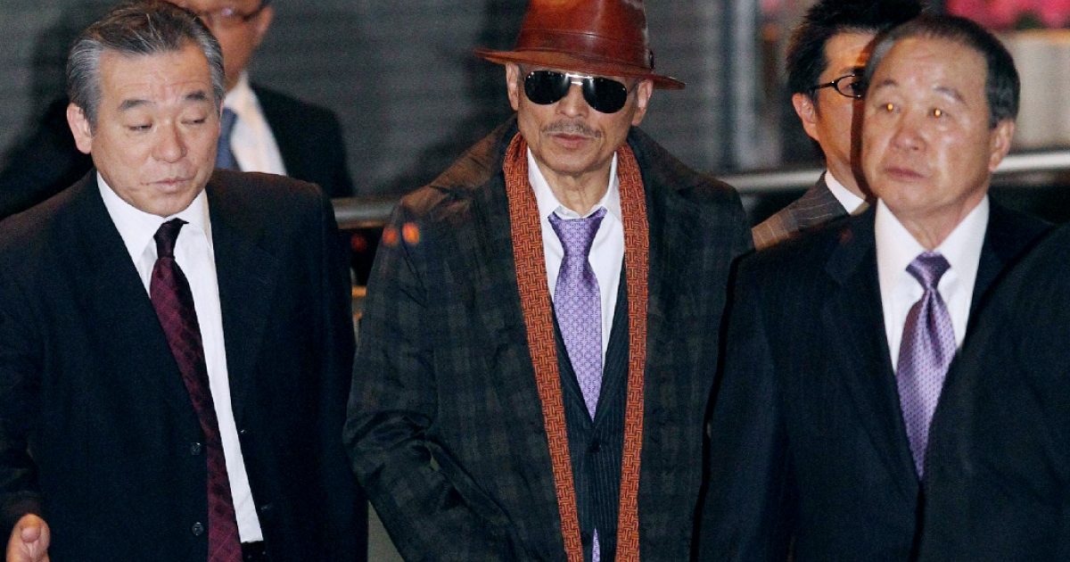 Kenichi Shinoda, the boss of Japan's largest 'yakuza' gang, the Yamaguchi-gumi, walks at Tokyo's Shinagawa station to return to his his home in Kobe, western Japan on April 9, 2011 after he was released from a Tokyo prison after serving time since 2005.</p>