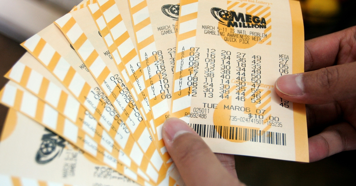 Ricardo Cerezo, of Geneva, Illinois, got an extremely sweet surprise after looking in his cookie jar recently and finding a winning lottery ticket.</p>