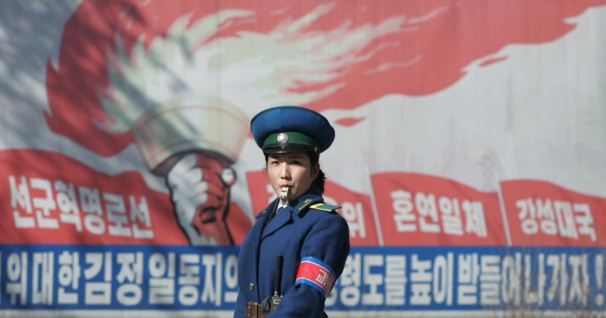 What did a North Korean policewoman do to earn her North Korea's top honor?</p>