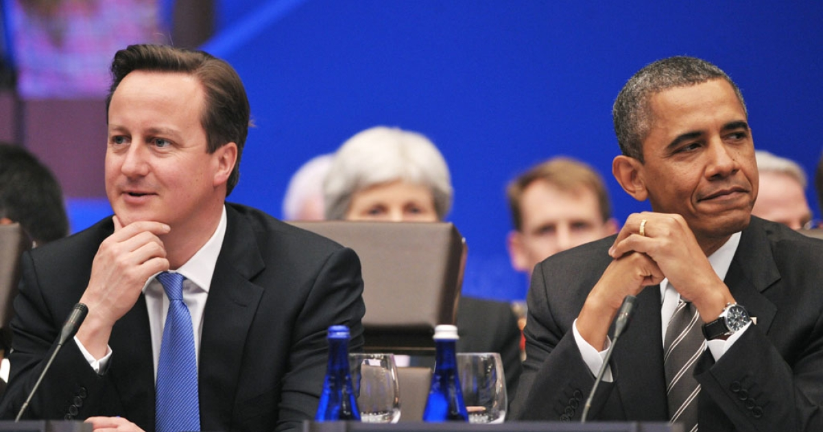 British Prime Minister David Cameron (L) and US President Barack Obama at the NATO Summit on May 21, 2012.</p>