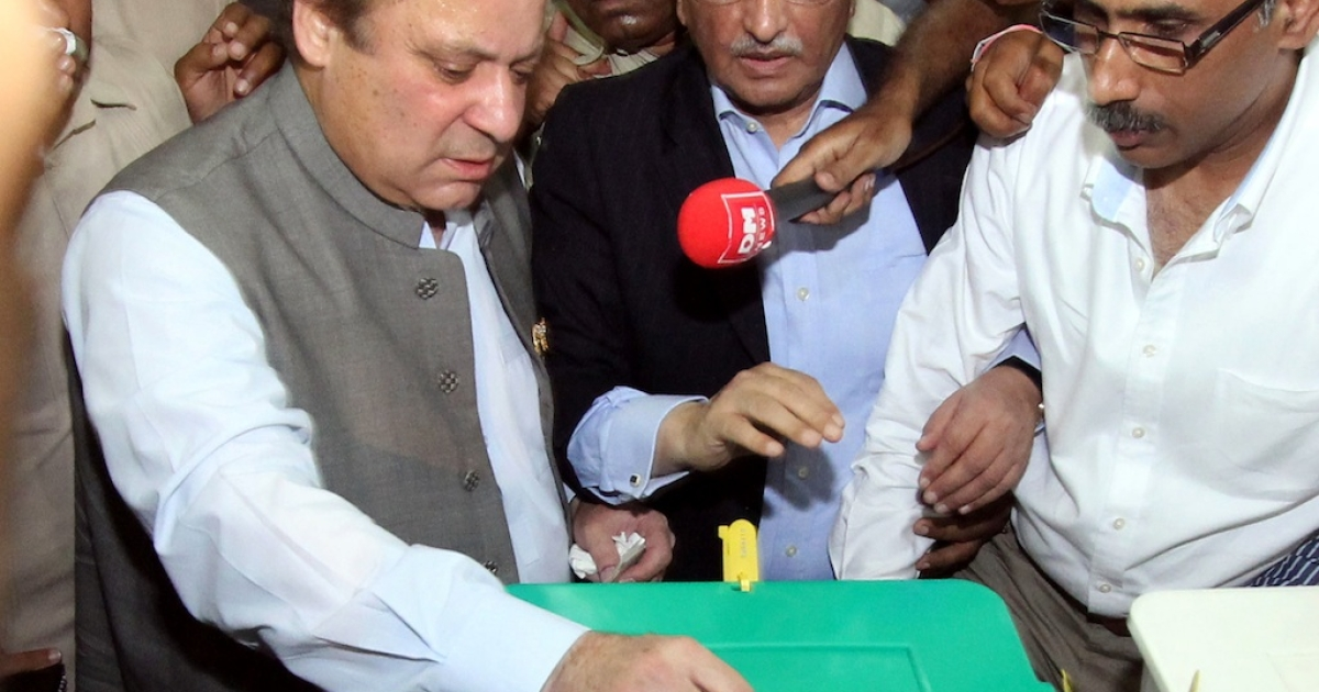 Former Pakistani prime minister Nawaz Sharif (L), casts his vote at a polling station in Lahore on May 11, 2013. Sharif, the frontrunner in Pakistan's landmark election, cast his ballot on May 11 and said he was confident of victory. The vote marks the first time that an elected civilian administration has completed a full term and handed power to another through the ballot box in a country where there have been three military coups and four military rulers.</p>