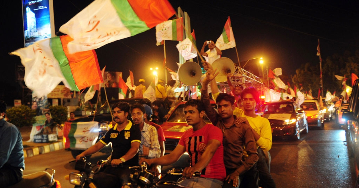 Supporters of the secular Muttahida Qaumi Movement (MQM) participate in an election campaign rally in Karachi on May 6, 2013.</p>