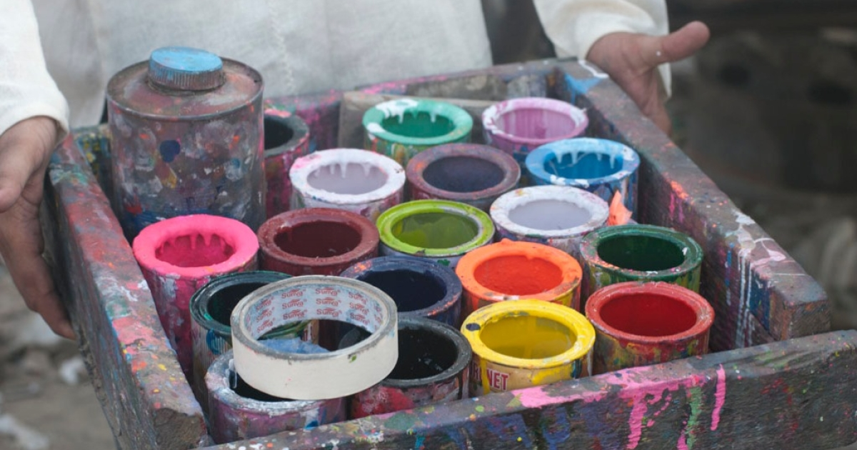 A truck artist's assistant in Karachi shows off his painter's tray.</p>