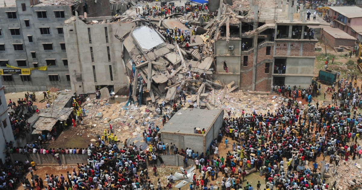 Bangladeshi volunteers and rescue workers are pictured at the scene after a factory building collapsed in Savar, on the outskirts of Dhaka, on April 25, 2013.</p>