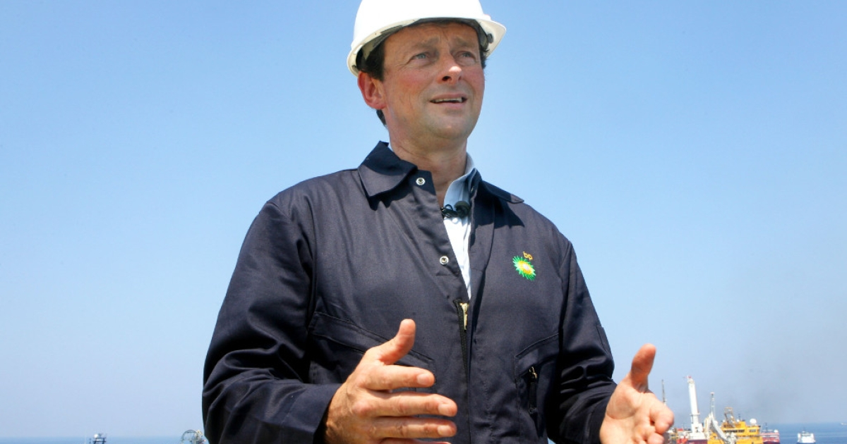 Former CEO of BP Tony Hayward stands on the deck of the Discover Enterprise drill ship during recovery operations May 28, 2010 in the Gulf of Mexico.</p>
