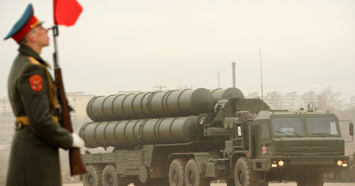 A Russian surface-to-air missile S-300 PMU2 Favorit rolls during a rehearsal of the Victory Day Parade in Alabino, outside Moscow, on April 18, 2012. Reports suggest Russia plans to offer to sell its air defense missile systems to Iran, along with a second nuclear reactor.</p>