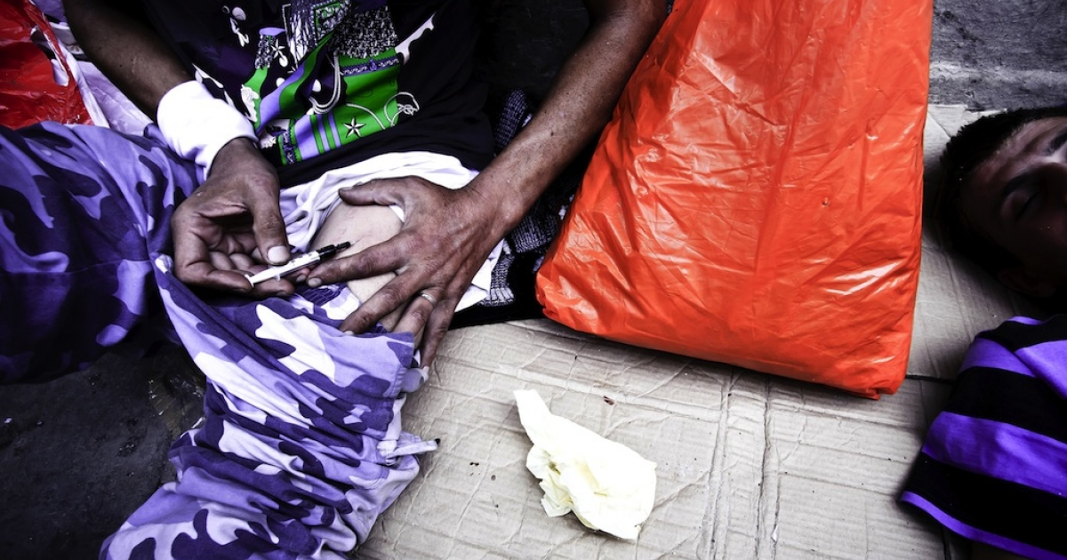 Drug addicts are pictured in central Athens in this undated photo. The WHO confirmed Tuesday that Greeks are not infecting themselves with HIV using intravenous drugs in large numbers to collect welfare benefits.</p>