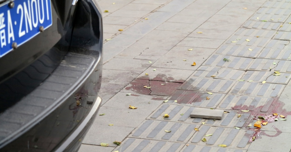 Bloodstains on the sidewalk after an explosion outside a provincial headquarters of China's ruling Communist Party in Taiyuan, north China's Shanxi province on November 6, 2013.</p>