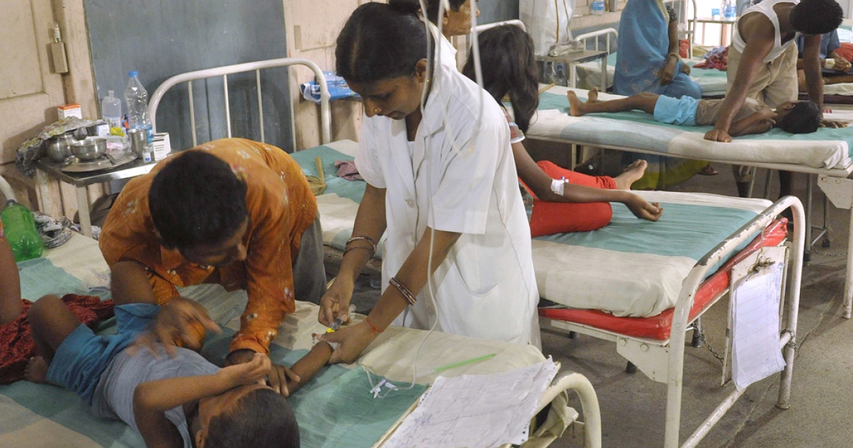 Indian schoolchildren recovering from food poisoning receive medical treatment at the Patna Medical College and Hospital in Patna on July 20, 2013.</p>