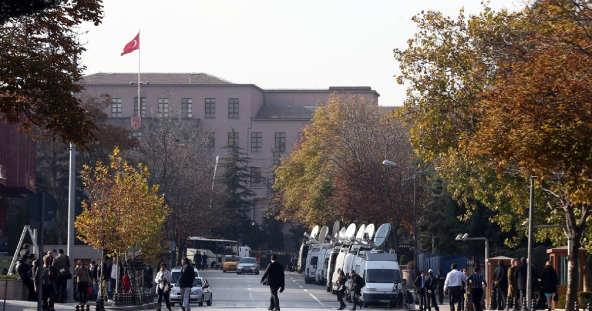 Security officials close a road leading to Turkish Prime Minister's office shortly after police subdued a man who was carrying a fake bomb in Ankara on November 21, 2031.</p>