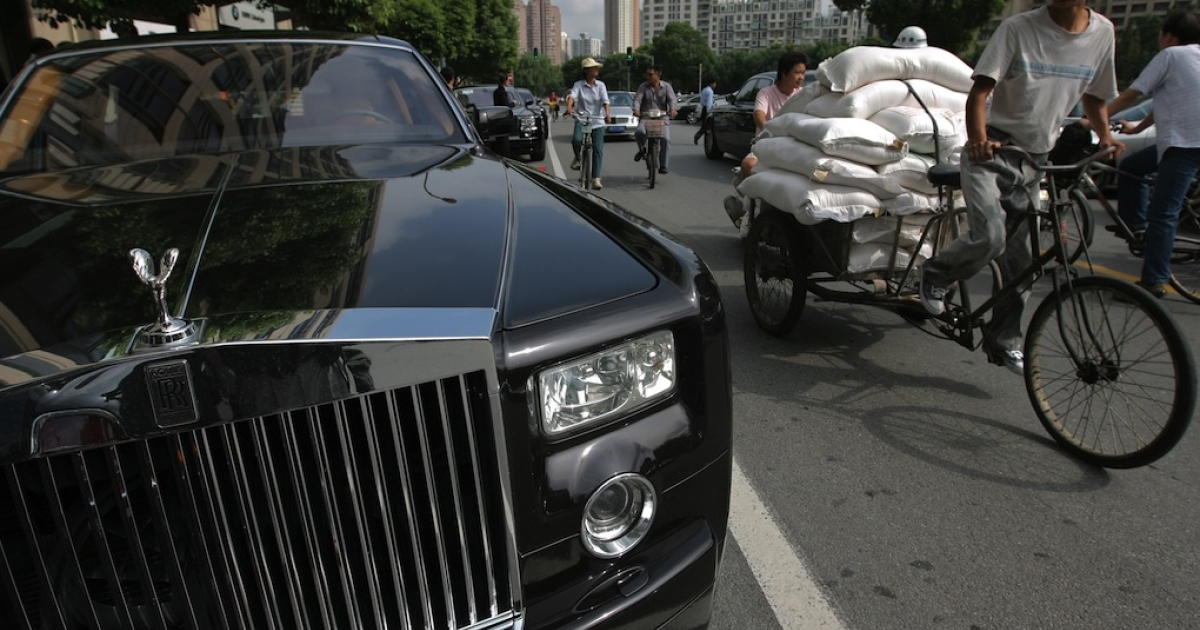 A Rolls-Royce Phantom outside Shanghai's Rolls-Royce showroom in September 2007. To boost China's economic miracle, provincial governments have been spending trillions of yuan, creating concerns about debt.</p>