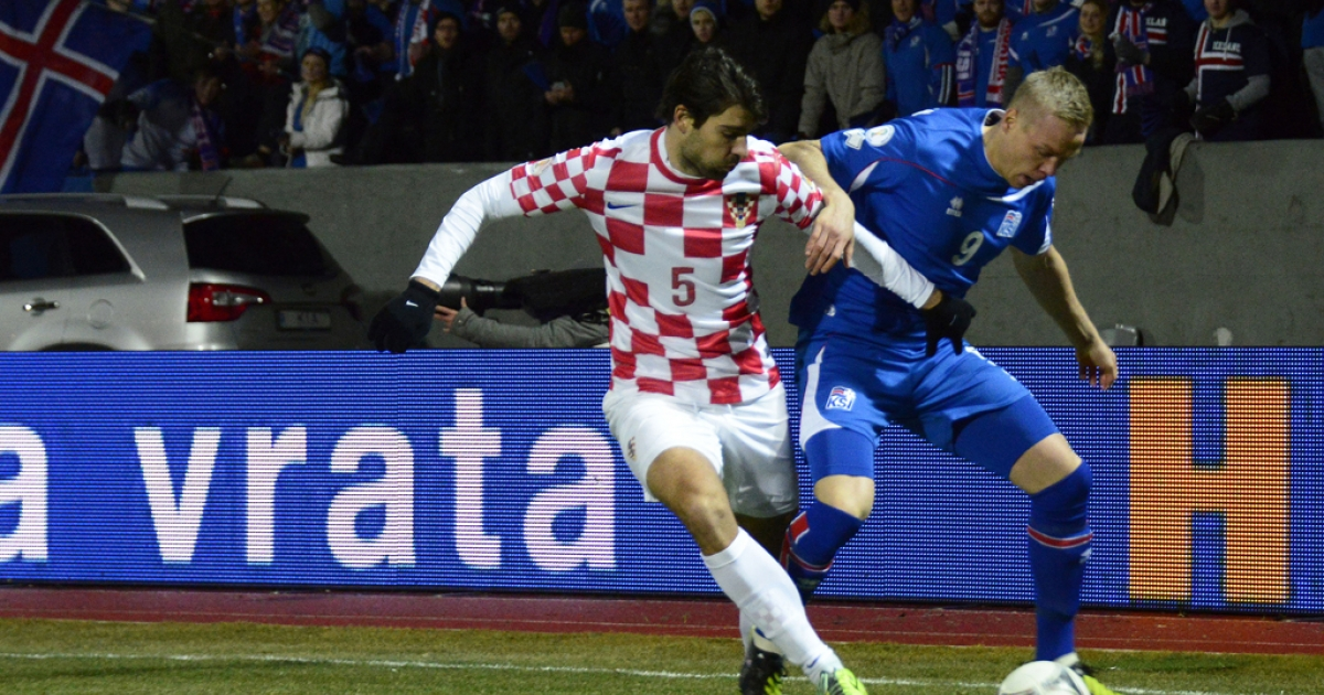Iceland's striker Kolbeinn Sigthorsson, right, and Croatian defender Vedran Corluka vie for the ball during their World Cup playoff in Reykjavik on November 15, 2013.</p>
