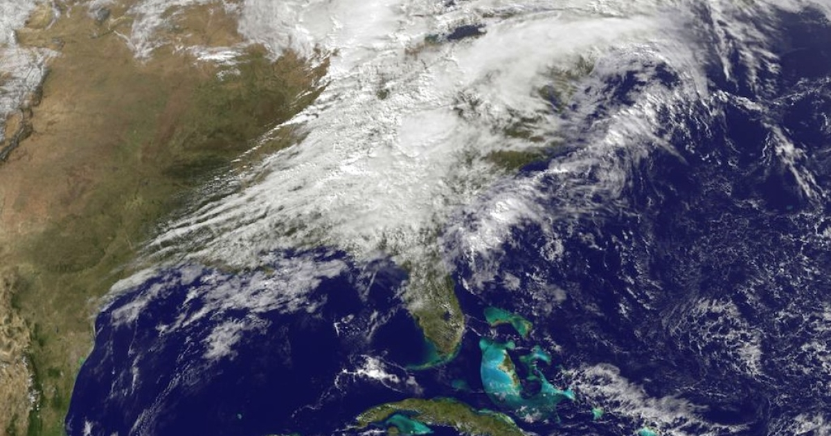 UNITED STATES - NOVEMBER 17:  In this handout provided by NOAA, shows severe weather as it moves through the midwest area of the United States on Nomveber 17, 2013.</p>