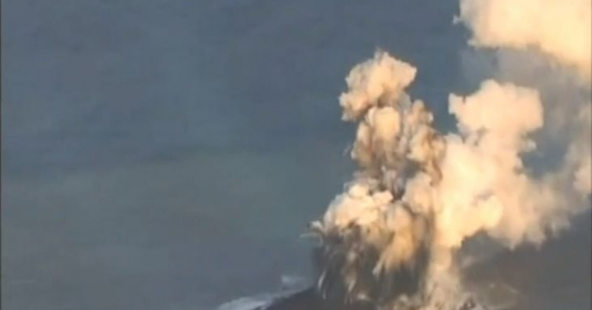 This screengrab from a video taken by the Japanese coast guard shows the formation of a new island by an undersea volcano more than 600 miles south of Tokyo in an archipelago known as the Banin Islands.</p>