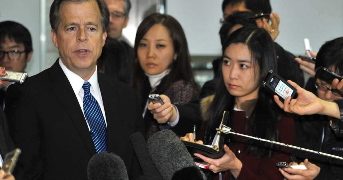 US Special Representative for North Korean Policy Glyn Davies (L) speaks to the media after a meeting with South Korean officials at the foreign ministry in Seoul on Nov. 22, 2013.</p>