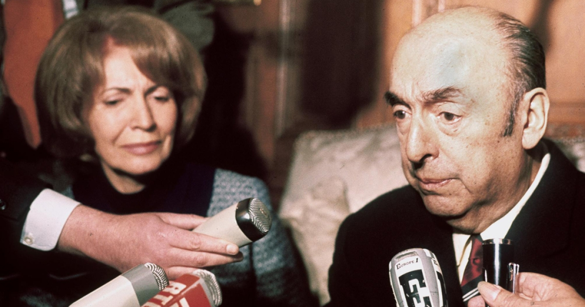 Chilean writer, poet and diplomat Pablo Neruda, then ambassador in France, speaks to reporters on October 21, 1971 next to wife Matilde in Paris after being awarded the 1971 Nobel Prize for Literature.</p>