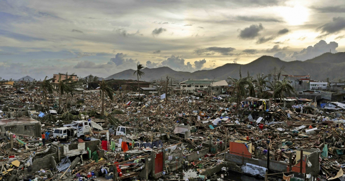 An entire neighborhood is destroyed in the aftermath of Typhoon Haiyan on November 13, 2013 in Tacloban, Leyte, Philippines.</p>